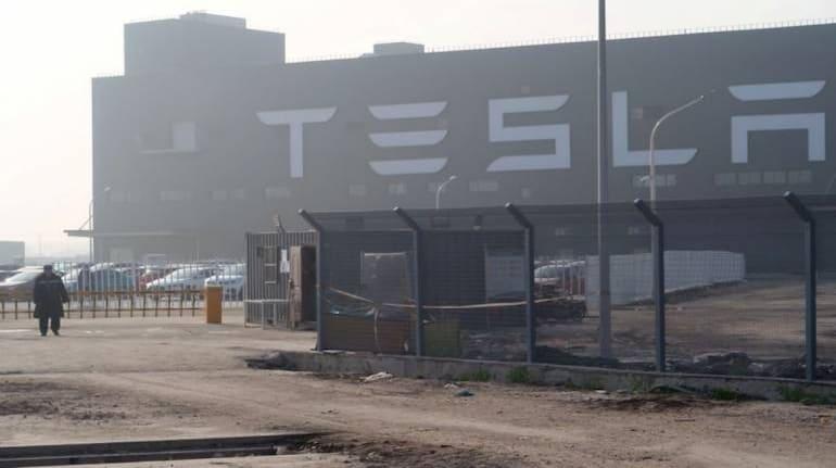 Tesla Model 3 explodes in shanghai after battery damage.