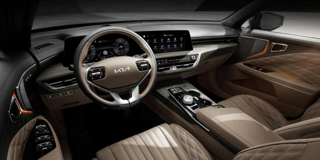 Kia K8 2021 - large and real premium sedan coming to India!