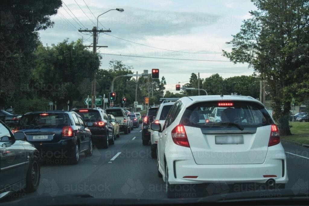 Shut the engine on traffic lights and jams