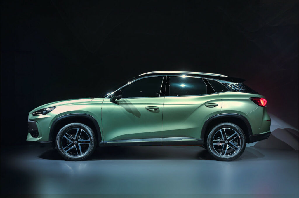 MG ONE SUV - Side View