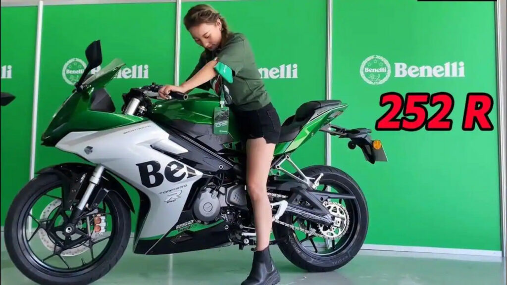 Benelli Tornado 252R has a 14-liter fuel tank and weighs 177kg